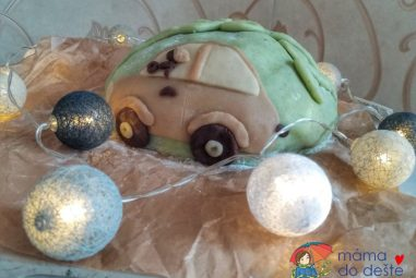 Recept: Autíčkový dort pro Martínka s přírodními barvami