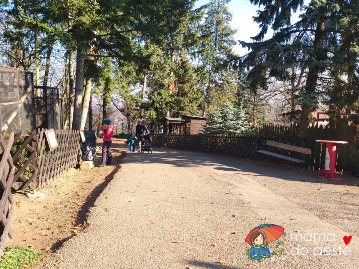 ZOO v Chuchelském háji: Cesta je široká a vhodná pro kočárky.
