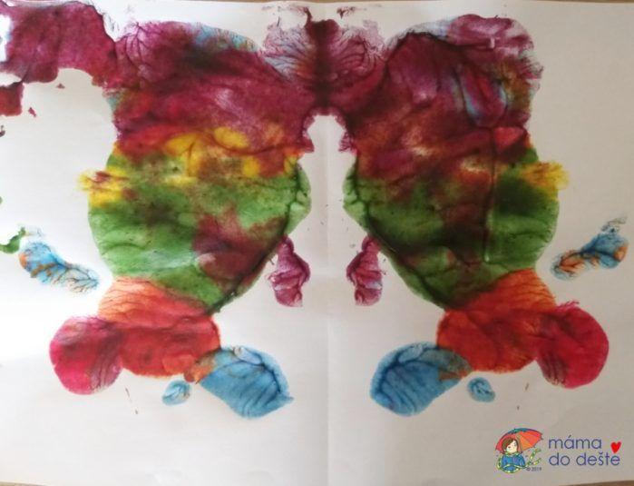 Obrázek vytvořený domácími prstovými barvami po uschnutí.