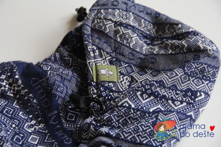 Nosítko LennyLamb Baby: Detail na kapucu.