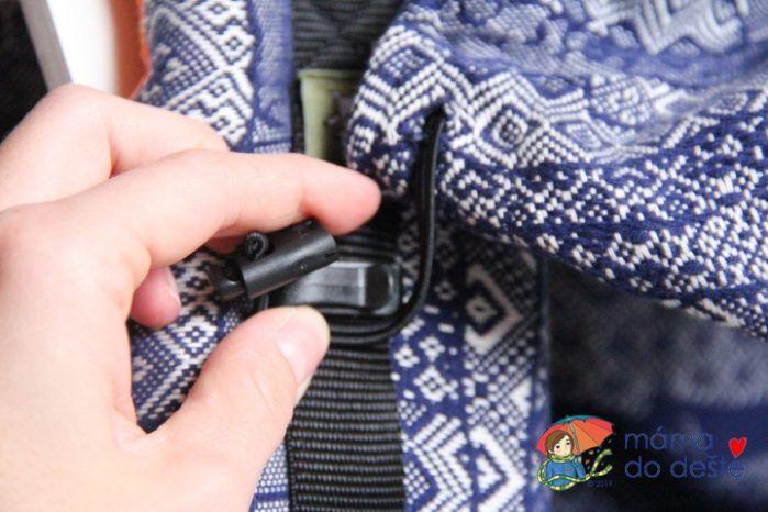 Nosítko LennyLamb Baby: Detail na přichycení kapucky.