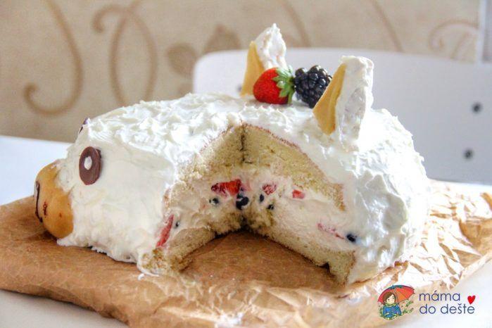 Rozkrojený dort - poctivá dávka jogurtu
