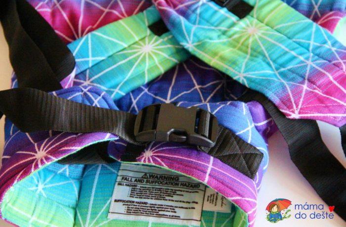 Detail na bederní pás – Lenka 4ever spřekřížením ramenních popruhů