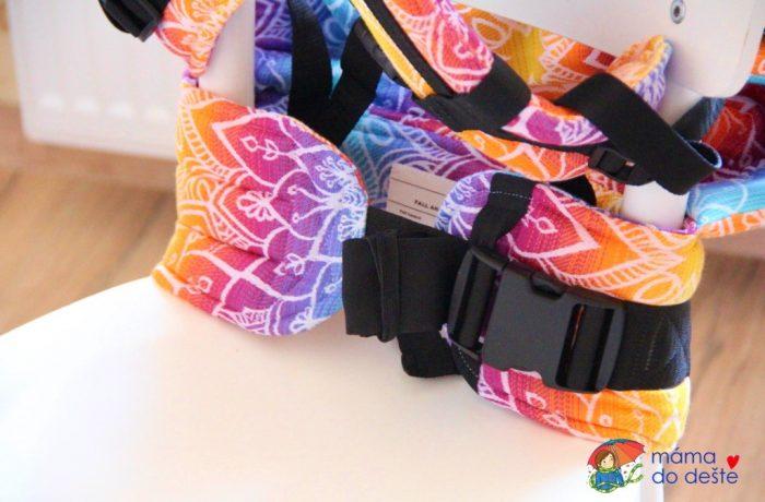 Nosítko Lenka 4ever Mandala Night – detail na bederní pás