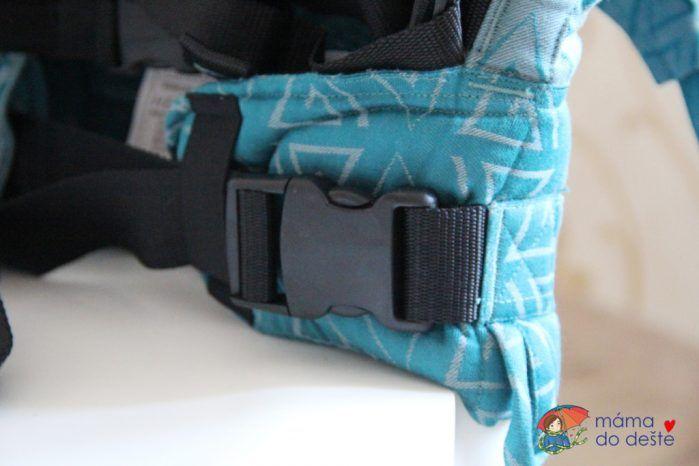 Spona na bederním pásu u nosítka Fidella Fusion Baby Size