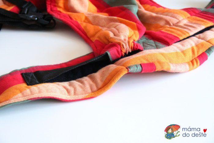 Nosítko LennyUp: Nastavenovací mechanismus látky mezi nožičkami.