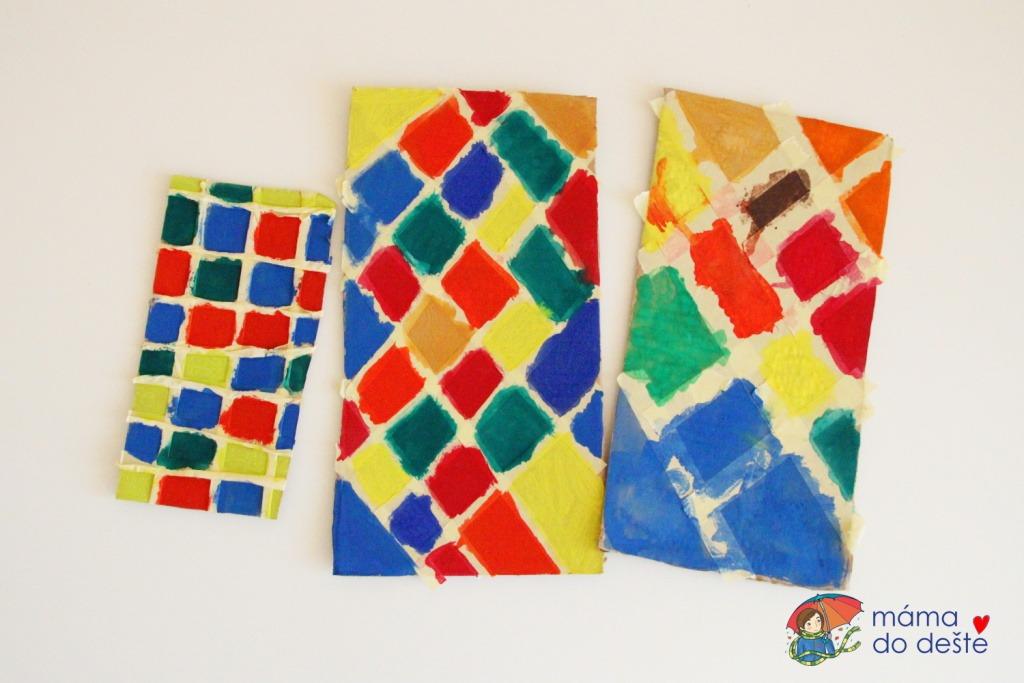 Nabarvené dílky před odlepením pásky