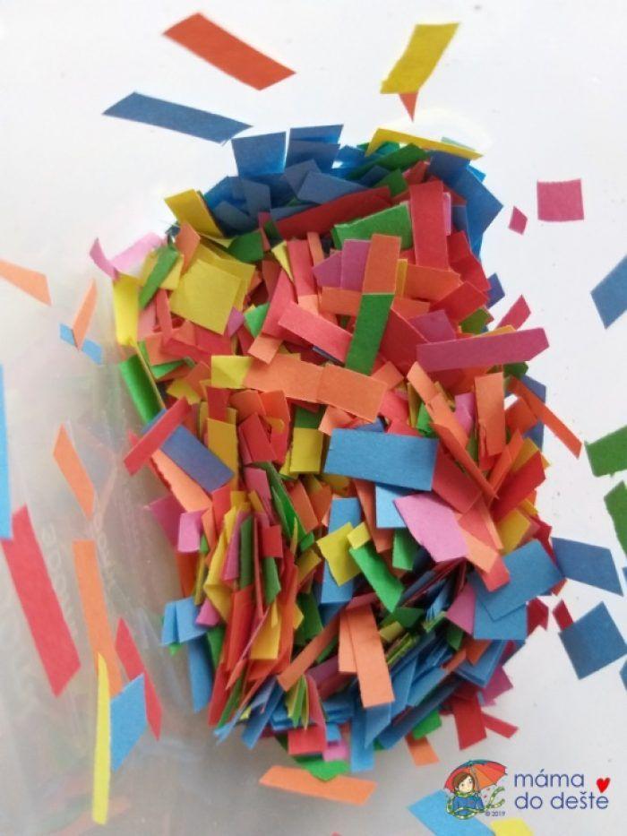 Nastříhané barevné papírky