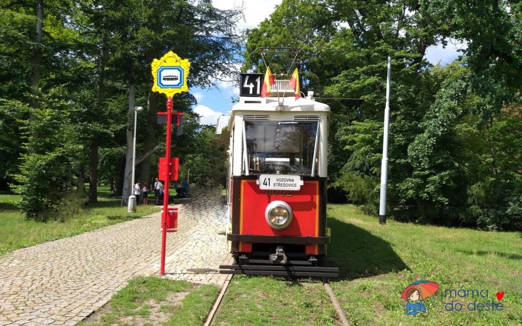 Kam s dětmi v Praze? Vyzkoušejte cestu historickou tramvají