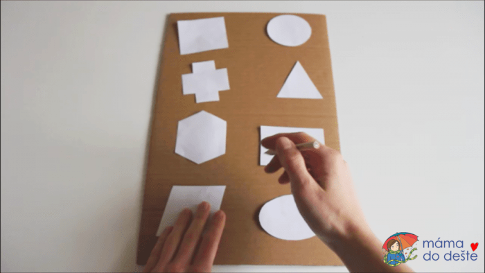 Geometrická vkládačka krok za krokem: Obkreslování.