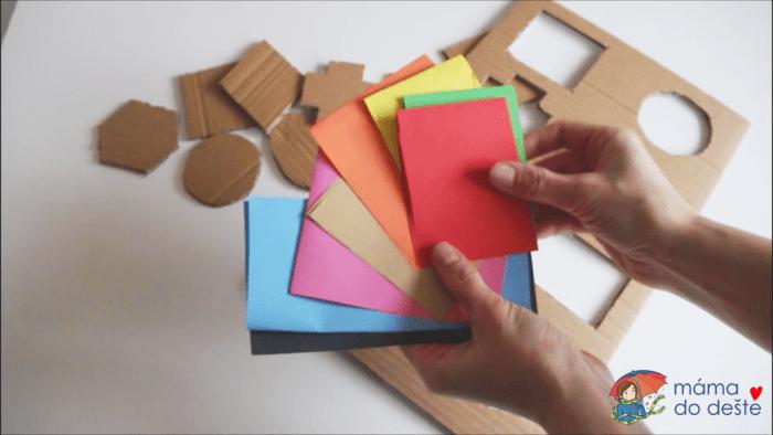 Geometrická vkládačka krok za krokem: Barevné papíry na podklad.