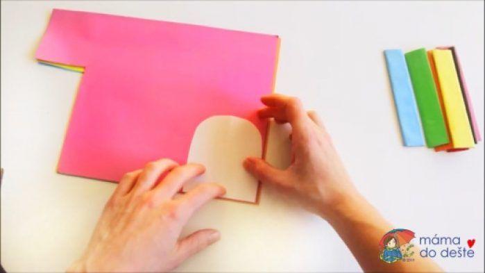 Na barevný papír jsem obkreslila tvar kloboučku.