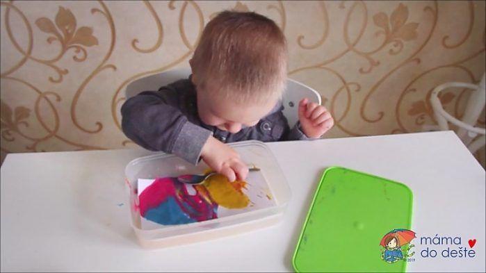Kreativní lžička a domácí prstové barvy