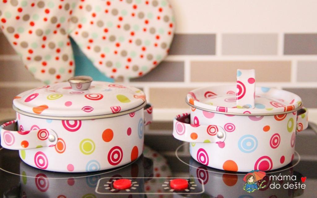 Jak vybrat nádobí do dětské kuchyňky?