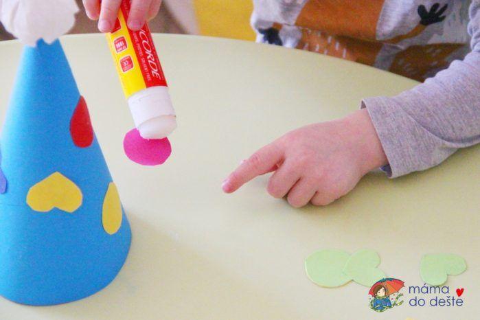 DIY Šaškovská čepice z barevného papíru