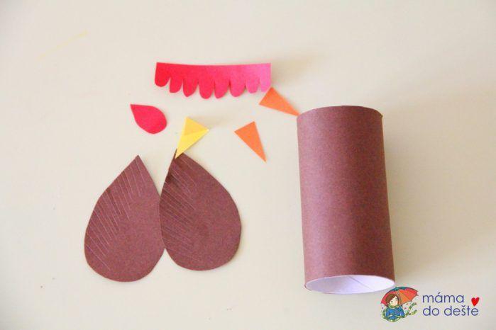 Kohoutek, slepička a kuřátko z ruličky od toaletního papíru