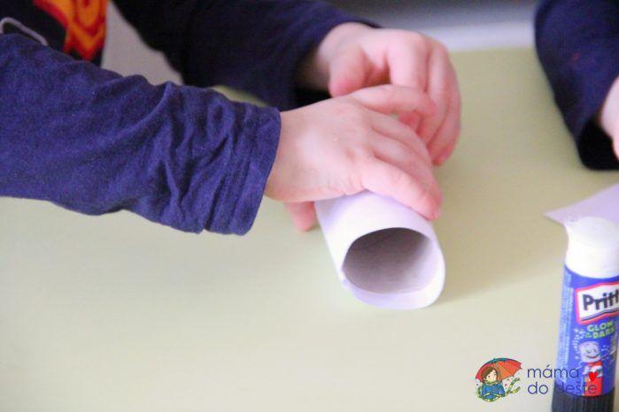 Dárek pro dědu: Stojánek na tužky z ruličky od toaletního papíru