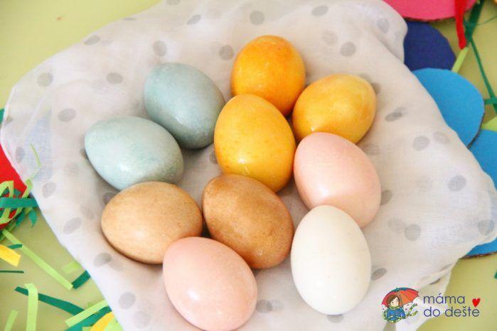 Velikonoce: Jak rychle obarvit vejce přírodními barvami