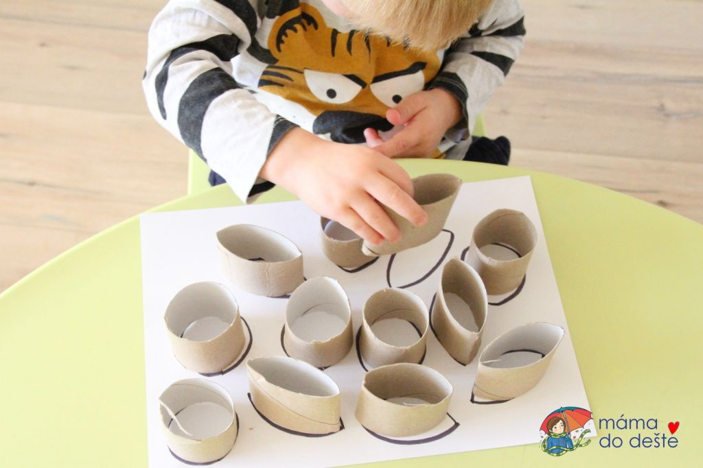 Hra z ruliček od toaletního papíru pro dvouleté děti
