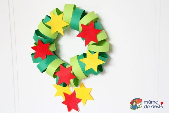 Krásný vánoční věnec na dveře (DIY pro děti od 4 let)