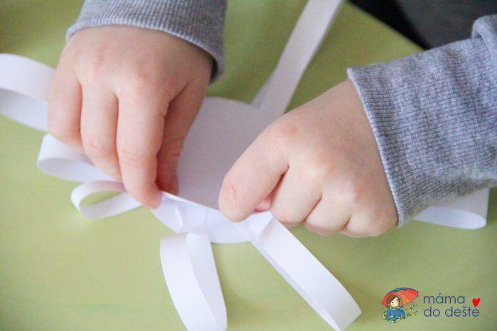 Sněhové vločky z papíru (od 2,5 let)