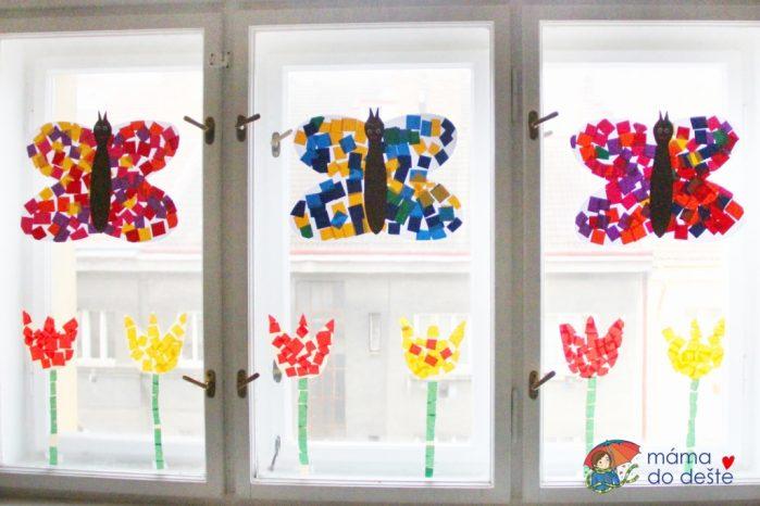 DIY jarní dekorace na okna: Motýlci na louce