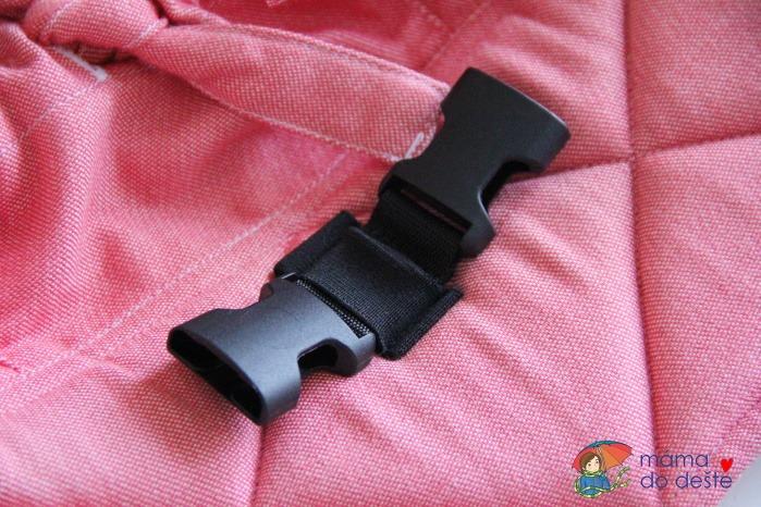 Spona na bederním pásu na zacvaknutí ramenních popruhů