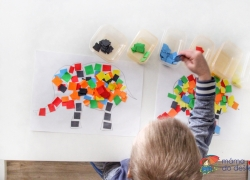 Vyrábíme doma: Mozaika zbarevného papíru