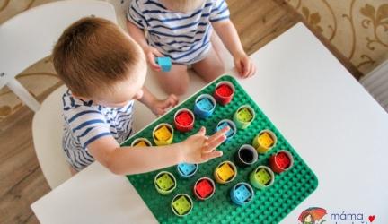 Vyrábíme doma: Procvičování barev ajemné motoriky (ruličky aDUPLO)