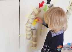 Vyrábíme doma: Kuličkové dráhy na procvičování barev