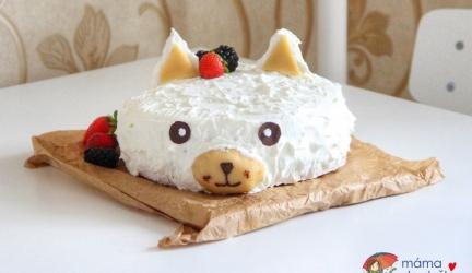 Sváteční dort zjogurtu, piškotu, aovoce