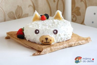 Sváteční dort zjogurtu, piškotu aovoce