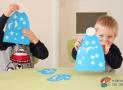 Procvičování jemné motoriky: Zdobíme čepice arukavice zpapíru