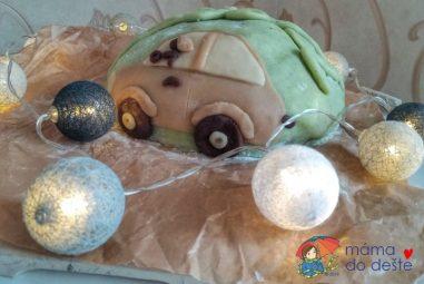 Recept: Autíčkový dort pro Martínka spřírodními barvami