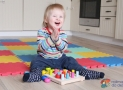 Procvičujeme jemnou motoriku: HABA hra sbarvami, špalíky akroužky