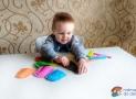 Dvě hry zbarevného papíru akrabice od hraček